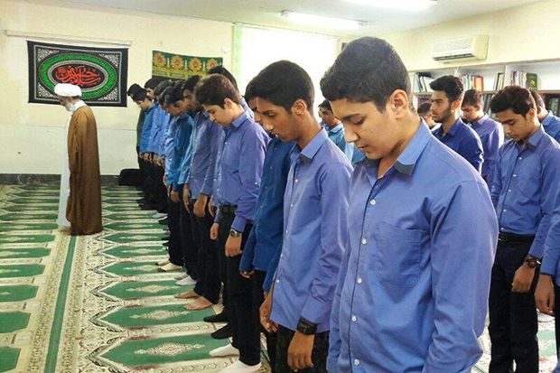 ۱۷ هزار مترمربع  فرش در نمازخانه های مدارس یزد توزیع شد