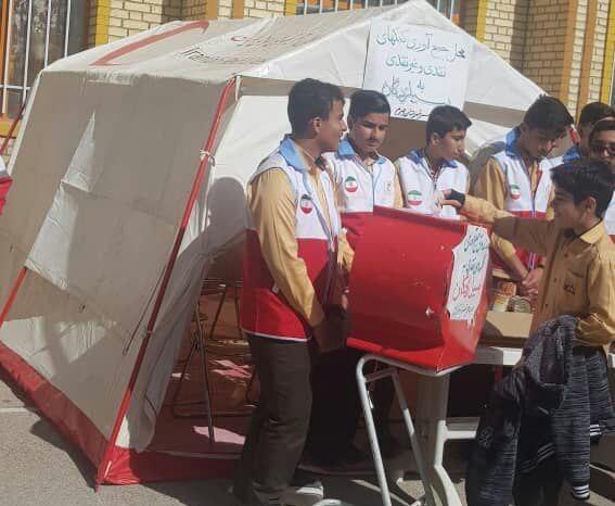 دانش آموزان جهرمی 100 میلیون ریال به سیل زدگان کمک کردند