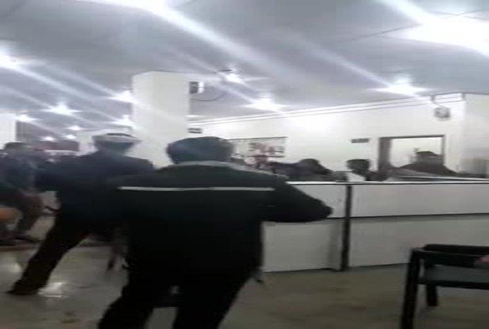 درگیری شدید و نزاع دسته جمعی در اورژانس بیمارستان شوش+ ویدیو