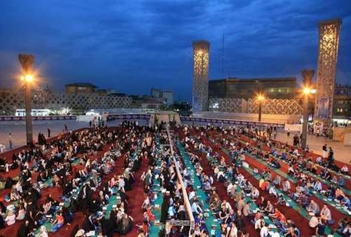 مراسم افطاری در میدان امام حسین(ع) + تصاویر