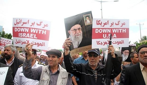 نمازگزاران کرمان در حمایت و همدلی با سپاه  راهپیمایی کردند