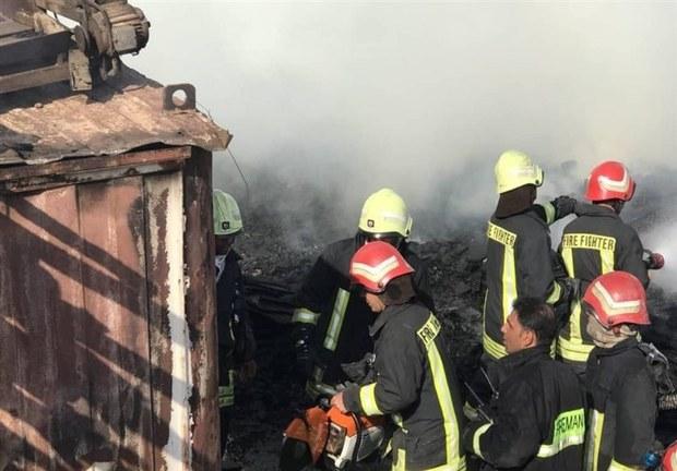 انبار ضایعات پلاستیکی در شیراز آتش گرفت