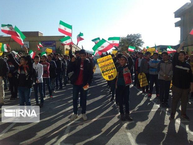 زنگ استکبار ستیزی در مدارس استان کردستان طنین انداز شد