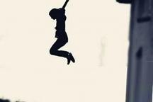 جزئیات سقوط زن جوان از روی پل عابر پیاده