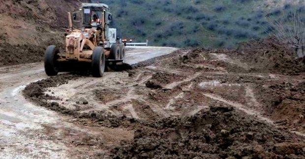 تلاش بی وقفه برای بازگشایی راه ها در جنوب کرمان