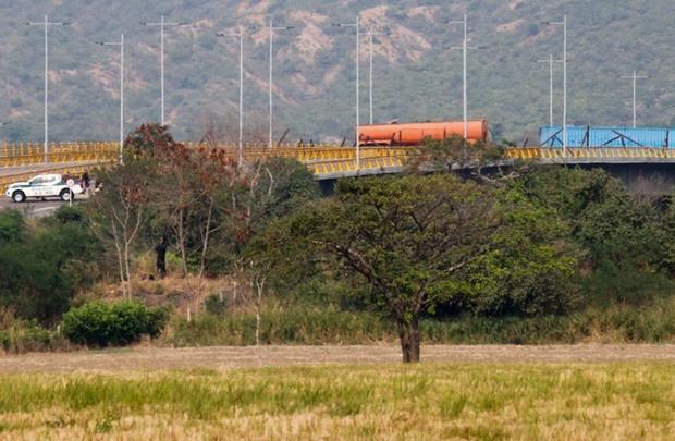 ارتش ونزوئلا مرز این کشور با کلمبیا را بست+عکس