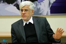 عارف: نباید باعث شویم دست خبرنگار بلرزد