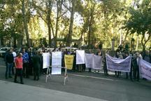 تجمع عده ای مغازه دار مقابل شورای شهر تهران