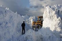 برف در ورزقان ارتفاع ترانشهها را به ۶ متر رسانده است