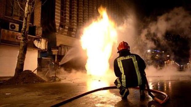 آلاچیق های یک مجتمع تجاری در رامسر در آتش سوخت