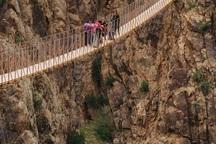 پل معلق پیر تقی برای گردشگران ایمن نیست