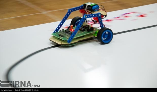 12 تیم در مسابقات رباتیک دانشگاه جیرفت شرکت کردند