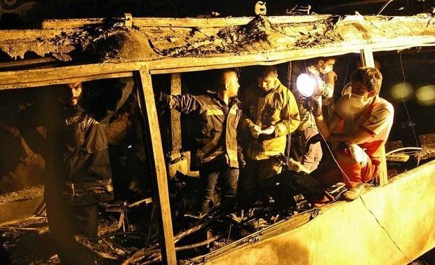 تحویل 7 جسد حادثه اتوبوس سنندج به خانوادههایشان