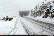 انسداد سه محور در استان همدان به علت بارش شدید برف و عدم ایمنی کافی