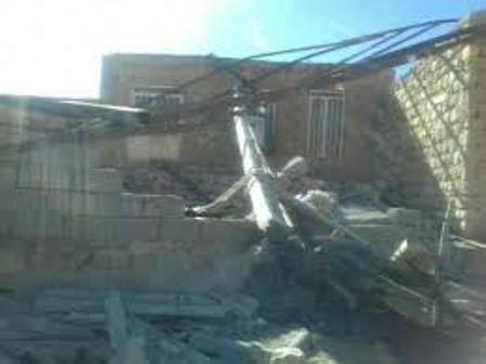 تند باد آب و برق روستای ایده لو کبودراهنگ را قطع کرد