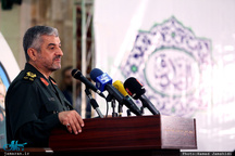 سردار جعفری: من با صدای بلند میگویم سپاه هم به دنبال صلح است/ صلح با مذاکره صرف به دست نمیآید
