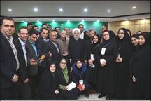 بازار داغ عکس یادگاری و سلفی خبرنگاران گیلان با رئیس جمهوری