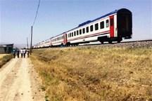 زنی در برخورد با قطار در اراک مصدوم شد