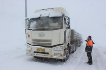 تردد کامیون های کشنده در محور سنندج - دیواندره ممنوع شد