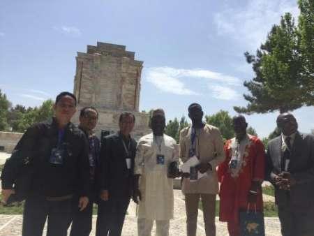بازدید شهرداران کشورهای اسلامی از آرامگاه فردوسی
