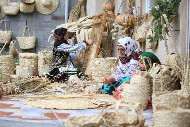 حصیر؛ دست بافه دیرین اهالی دره شهر ره به بازار می جوید