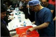 از رای دادن وزیر بهداشت با لباس اتاق عمل تا رای دادن زندانی ها