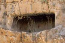 گورستان کشف شده در پیربکران اصفهان متعلق به دوره اشکانی به قبل است