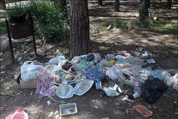 مناطق گردشگری آستارا در روز طبیعت آلوده شد