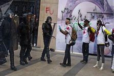 درگیری معترضان جلیقه زرد با پلیس فرانسه در پاریس