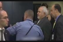 ویدئوی کامل از لحظه جنجالی ممانعت پلیس آمریکایی از خروج ظریف در سازمان ملل