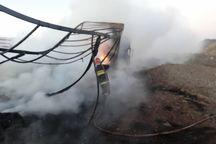 تریلی واژگون با بار گردو کامل در آتش سوخت