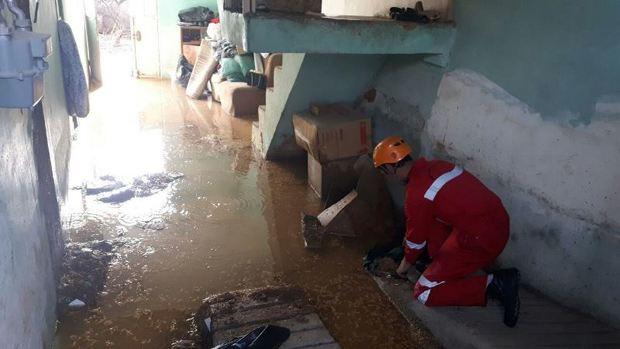 نشت آب منجر به تخریب دو واحد مسکونی و تجاری شد