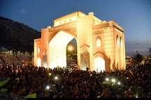 مراسم یادبود قربانیان سیل در کنار دروازه قرآن شیراز + تصاویر