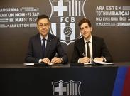 مدافع بارسلونا قراردادش را تا 2022 تمدید کرد + عکس