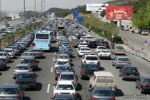 تصادف درآزاد راه کرج -قزوین ترافیک سنگین ایجاد کرد