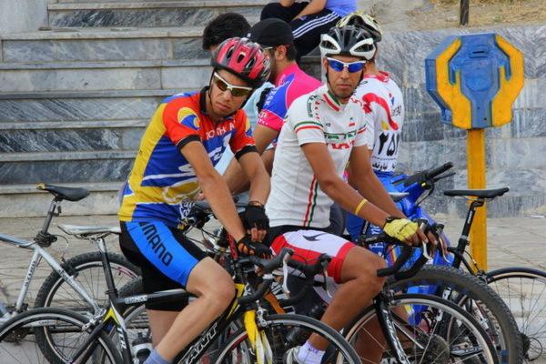 مسابقات دوچرخه سواری گرامیداشت دهه فجر در خوی برگزار شد