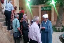 گروه گردشگران اقلیت های مذهبی از بیت تاریخی امام راحل بازدید کردند