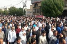 تشییع پیکر شهید درخشان بر روی دستان مردم مرزدار دهلران