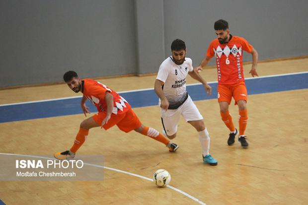 نارنجی پوشان همچنان بر نوار پیروزی؛آذرخش بندرعباس 3-شاهین کرمانشاه یک