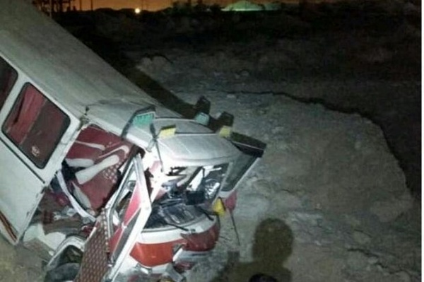 13 مصدوم در پی واژگونی مینیبوس کارگران پارس جنوبی