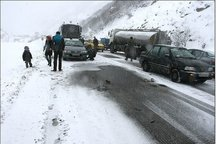 مسافران گرفتار در برف جاده های سبزوار امداد رسانی شدند
