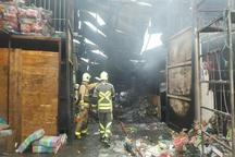 انبار 400 متری کالا در جنوب تهران طعمه حریق شد