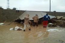 هلال احمر دزفول به 10 خانوار عشایری در توفان امدادرسانی کرد