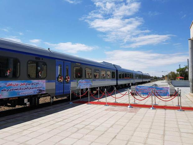 قطار ویژه تاکستان-تهران راه اندازی شد