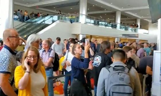 آشفتگی گسترده در فرودگاه های آمریکا+عکس