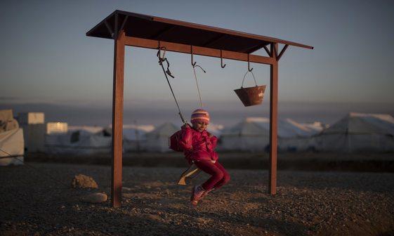 عکس/ کودکانه به دور از هیاهوی جنگ
