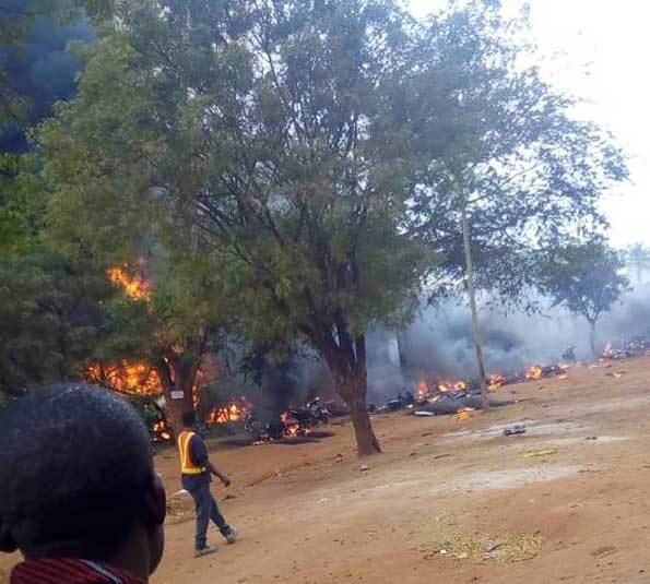 60 کشته و 70 زخمی در پی واژگونی تانکر نفتی در تانزانیا+عکس