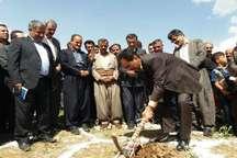 یک واحد آموزشی در روستای 'کوخ شیخ الاسلام' بانه کلنگ زنی شد