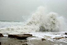 متلاطم شدن دریا براثر ادامه وزش بادها