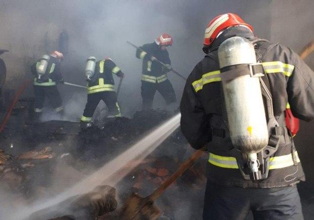 اطفاء حریق کارگاه کفاشی در کندرود بدون تلفات جانی